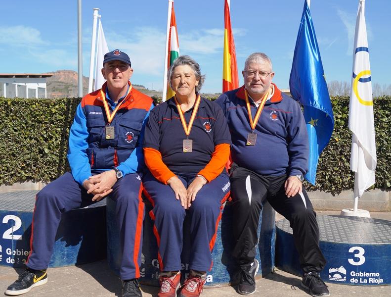 Los tres medallistas, de izquierda a derecha Javier, Olga y Santiago